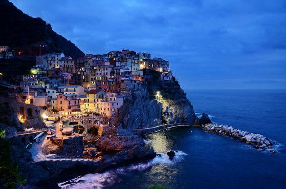 hinh anh thi tran bien Cinque Terre cua Y