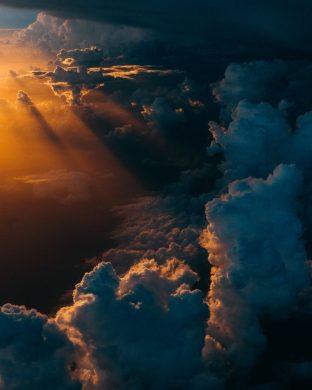 hình ảnh đám mây nhuốm vàng vào buổi chiều