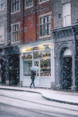 hình ảnh dạo phố trong tuyết rơi