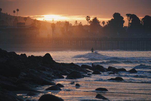 hình ảnh một buổi sáng sớm ven biển