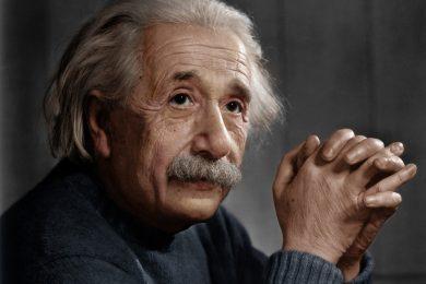 quan niem cua Einstein ve dang sang tao va dao vu tru