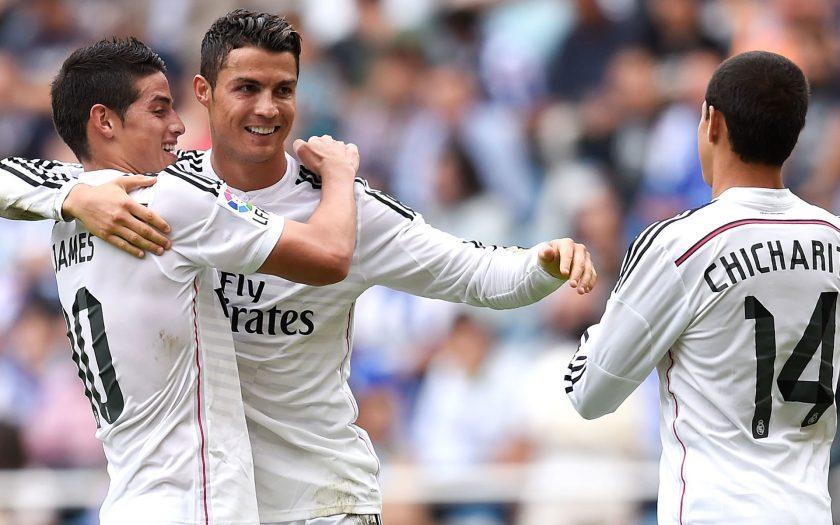 ảnh Cristiano Ronaldo ăn mừng bàn thắng cùng đồng đội