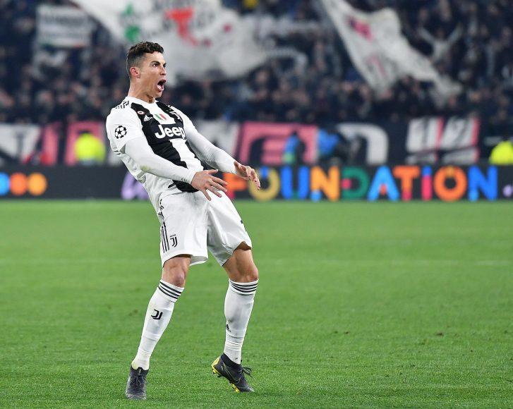 Ảnh Ronaldo ăn mừng bàn thắng bật tung cảm xúc