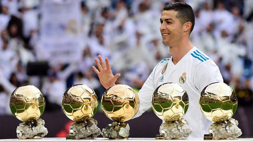 hinh anh cristiano Ronaldo voi 5 qua bong vang
