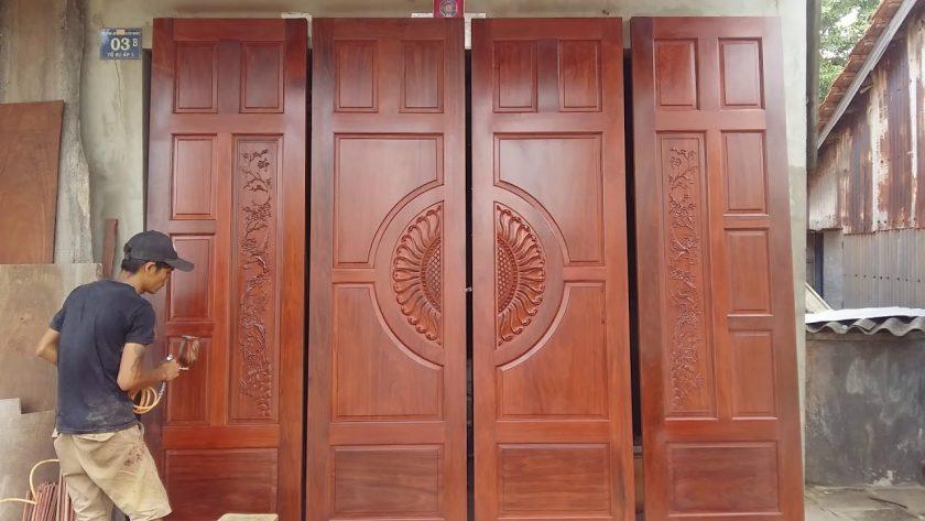 cửa gỗ khuôn 4 cánh đẹp và rộng.