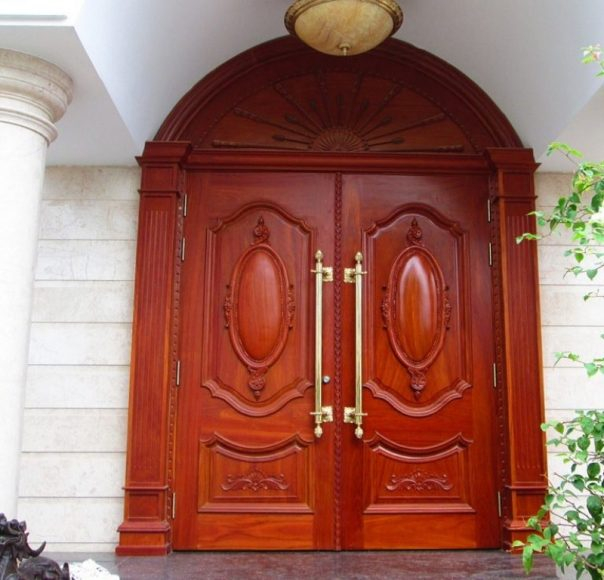 Mẫu cửa gỗ 2 canh đẹp mắt cho các tòa nhà lớn.