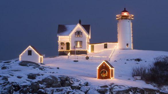 Ảnh Noel ngoài đảo nhỏ và tháp hải đăng