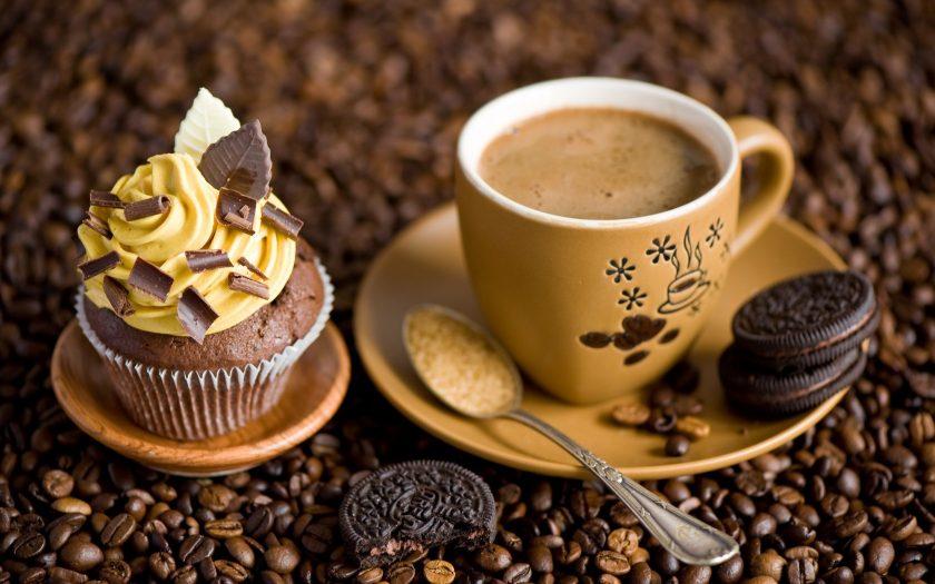 hinh anh ly cafe dep voi banh kem