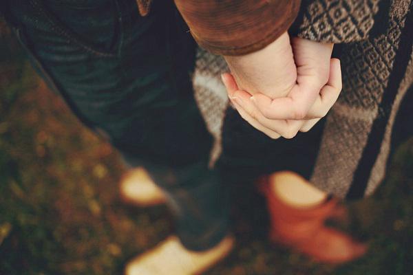 ảnh 2 người nắm tay nhau đẹp