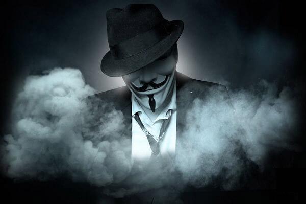 ảnh hacker đội mũ và mặt lạ trong khói thuốc quá chất