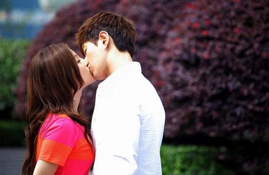 ảnh hôn người yêu lãng mạn