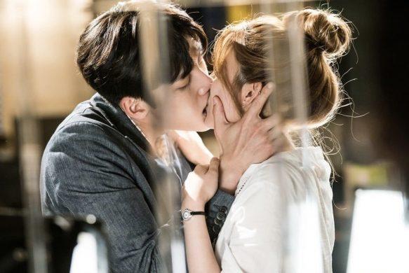 hình ảnh hôn môi lãng mạn