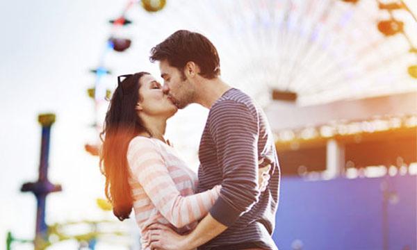 hình ảnh hôn nhau đắm đuối