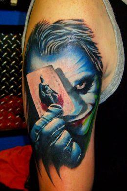 hình căm con bài Joker 3D trên bắp tay