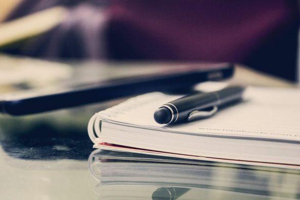 hình nền powerpoint cái bút và quyển sách