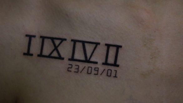 hình xăm chữ số la mã biểu thị ngày tháng năm