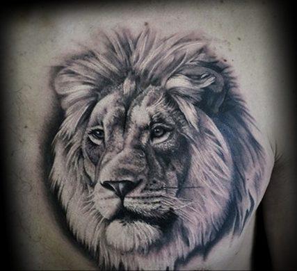 hình xăm đầu sư tử trên lưng