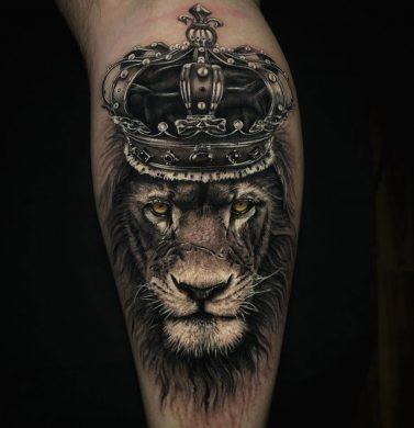 hình xăm sư tử già và vương miện