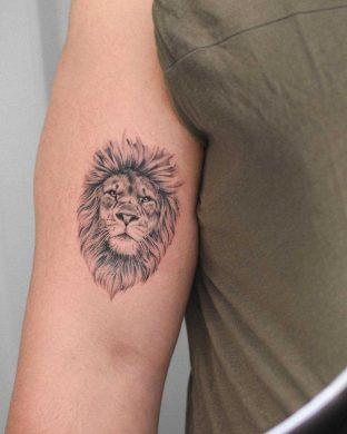 hình xăm sư tử mini trên bắp tay