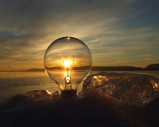 Ảnh nghệ thuật Mặt Trời và sợi tóc bóng đèn