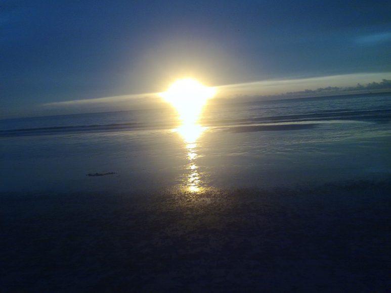 hình ảnh Mặt Trời mọc trên biển
