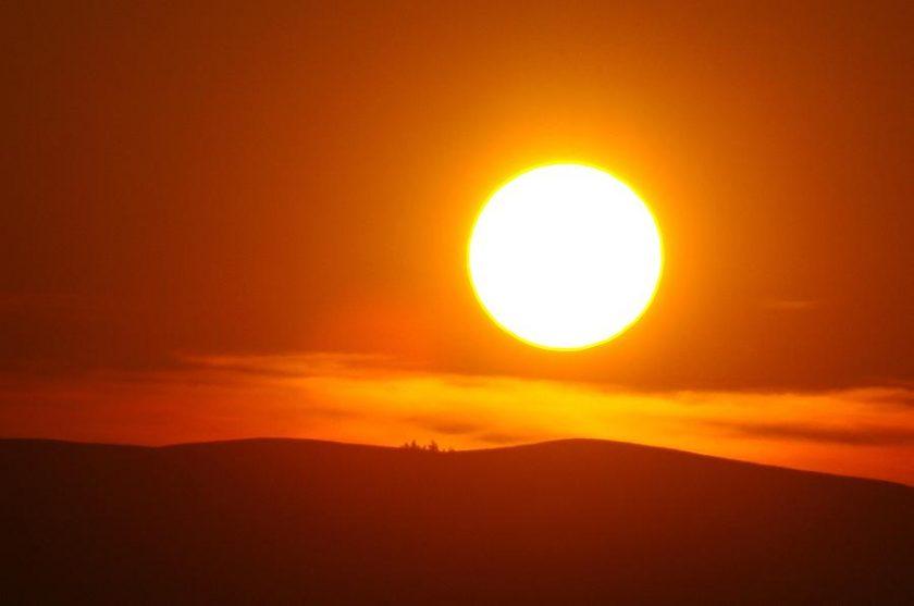 hình ảnh mặt trời vàng rực rỡ to tròn