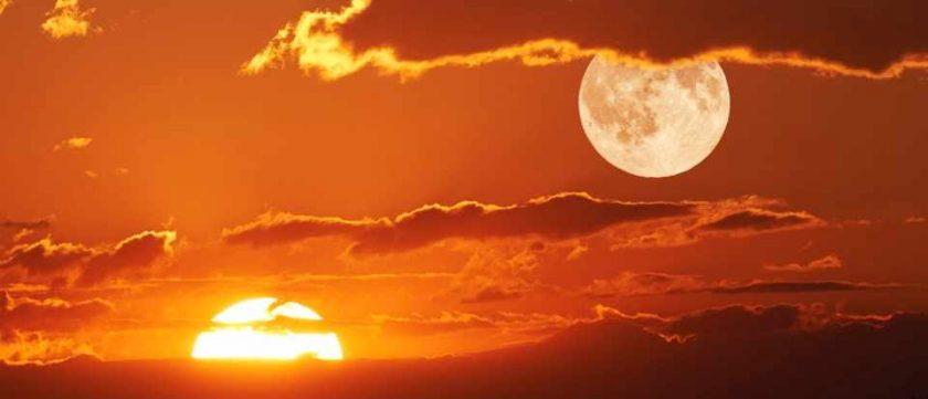 hình ảnh nghệ thuật Mặt Trời và Mặt Trăng