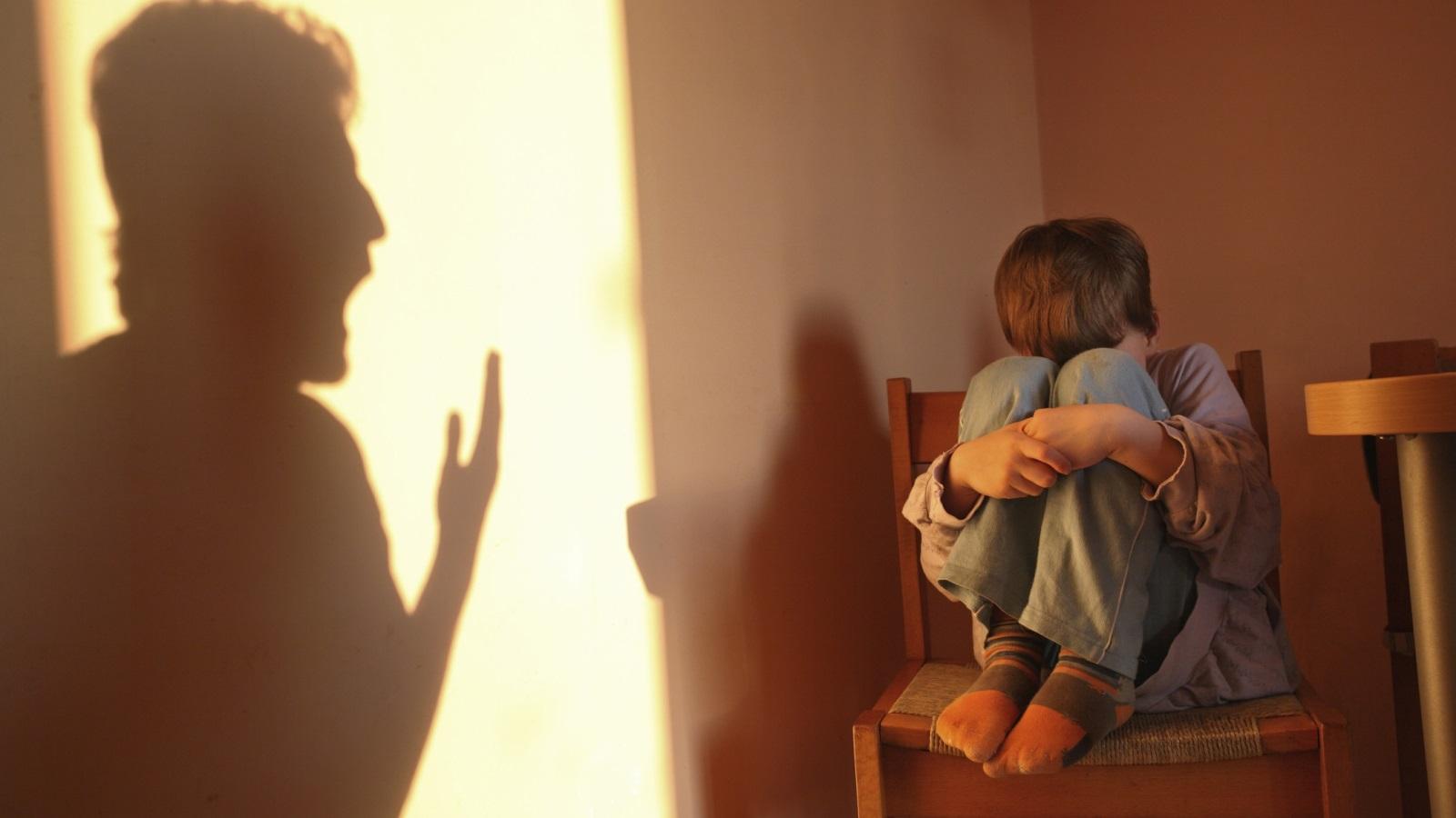 ảnh buồn khóc sống trong nỗi sợ hãi của gia đình