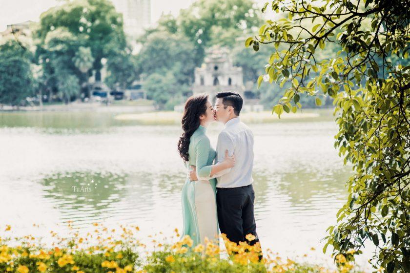 hình ảnh cặp đôi yêu nhau bên hồ hà nội