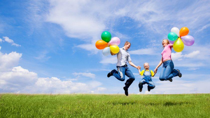 hình ảnh gia đình vui vẻ hạnh phúc bên nhau