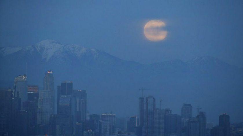 hình ảnh mặt trăng sau núi tuyệt đẹp