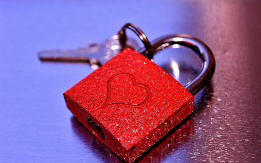 hình nền khóa tình yêu đẹp