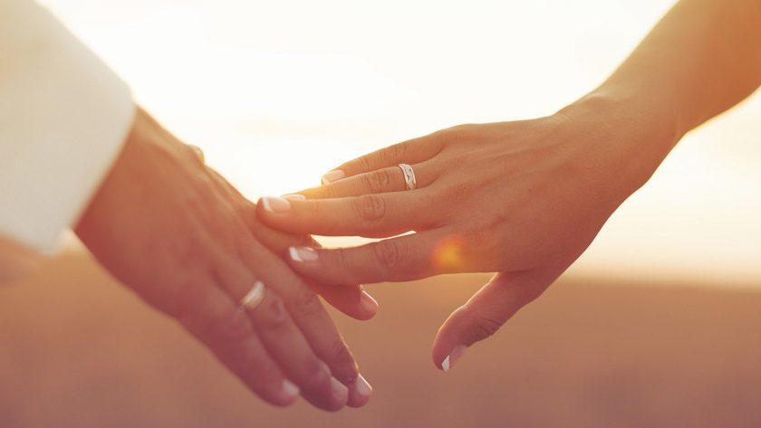 hình nền tình yêu nắm tay đẹp lãng mạn