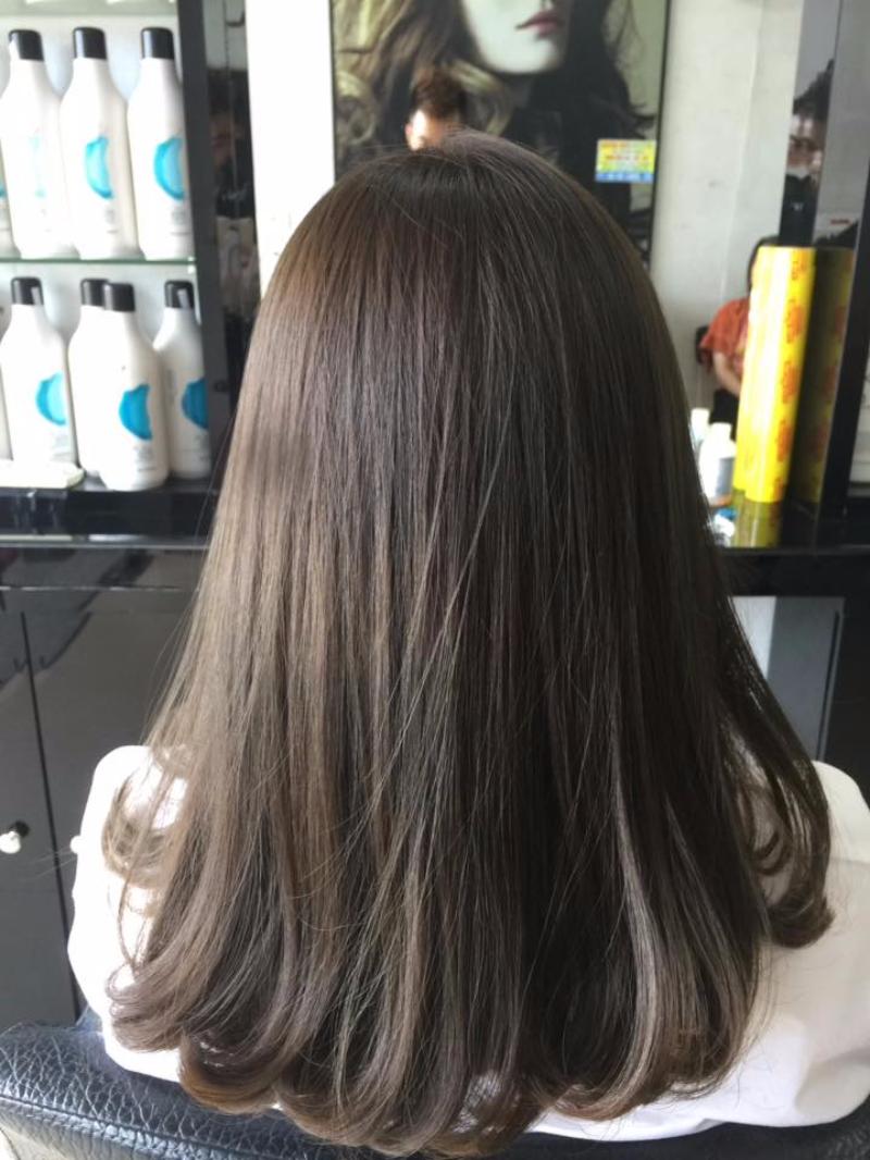 tóc dài xoăn đuôi nhẹ