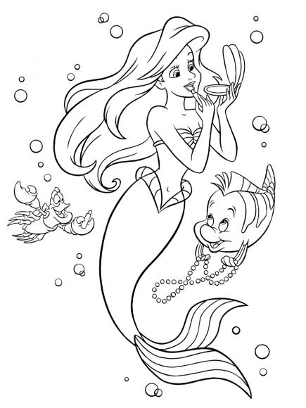 Tranh nàng tiên cá đang trang điểm với trang sức thêm xinh đẹp. Hình ảnh này được các bé gái cảm thấy rất thích thú và bị thu hút.