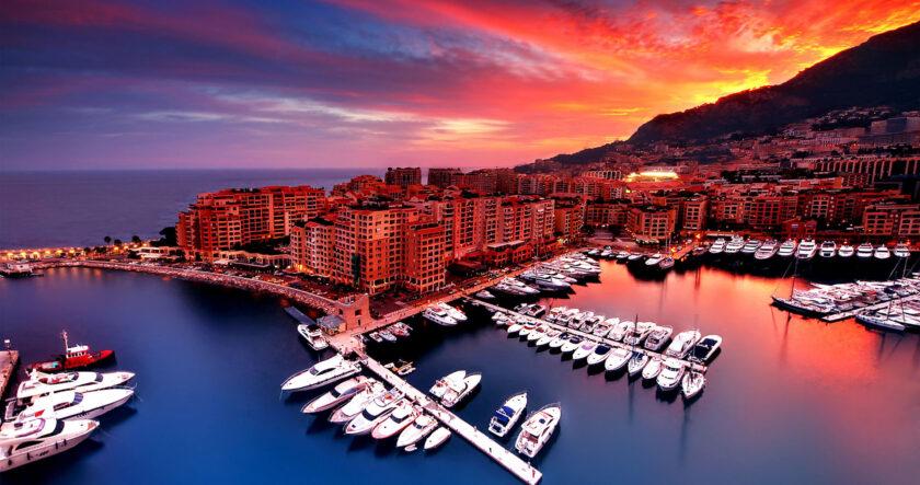 ảnh bình minh đẹp lúc sáng sớm trên thành phố ven biển Monaco