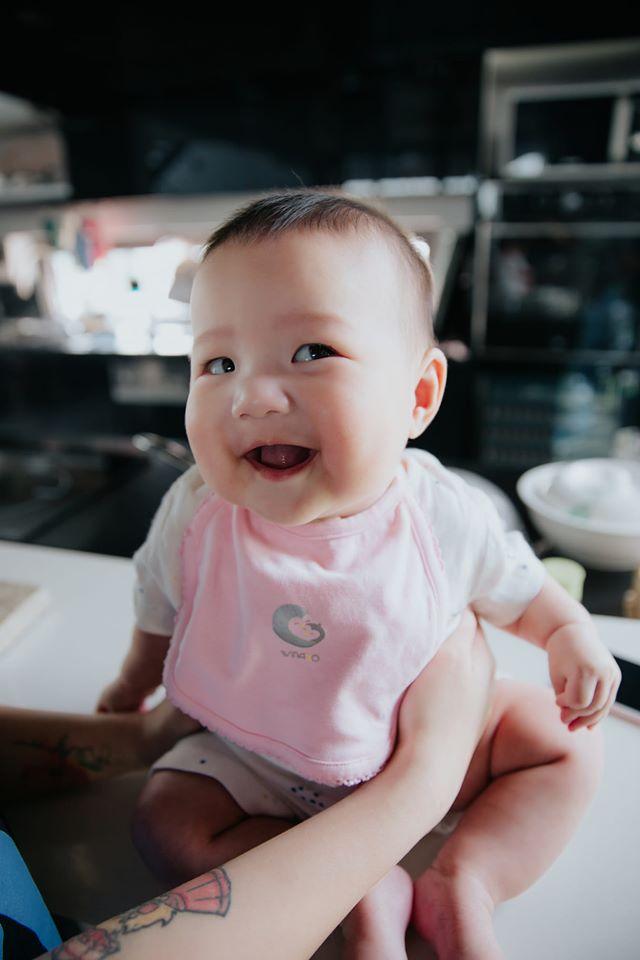 ảnh baby biểu cảm hài hước dễ thương