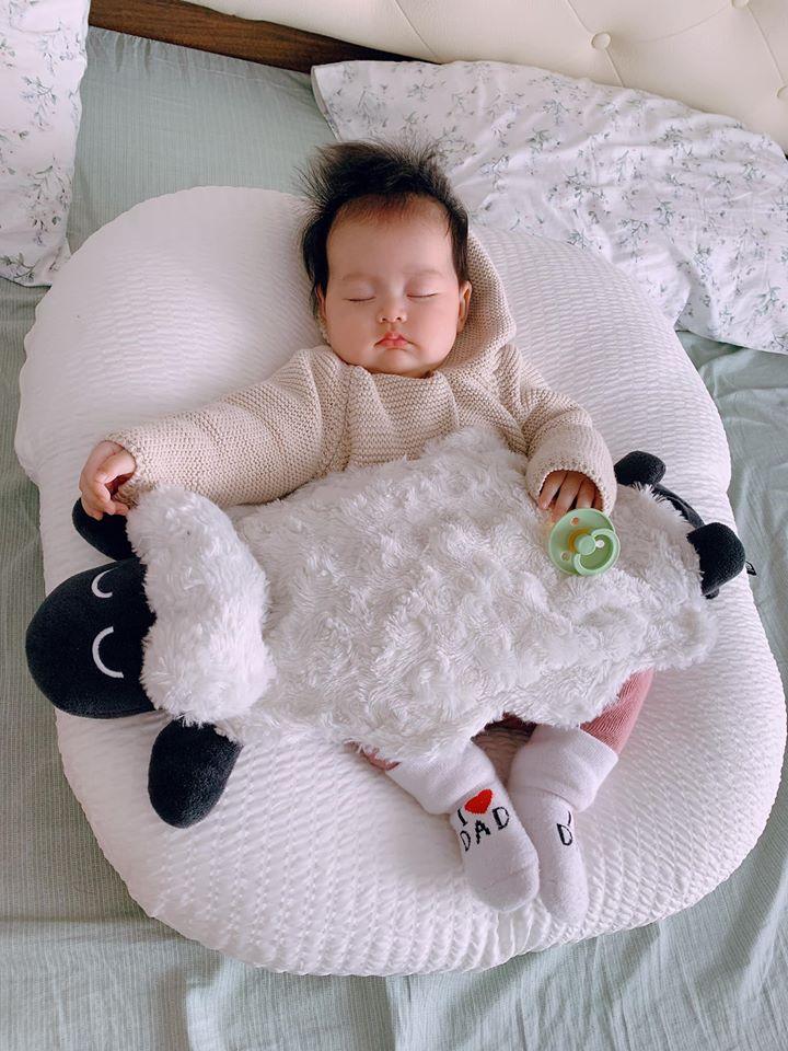 ảnh baby cute dễ thương đang ngủ