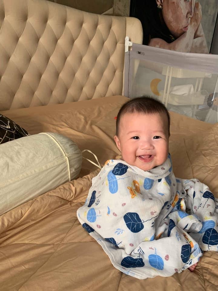 ảnh bé trai baby cười tươi