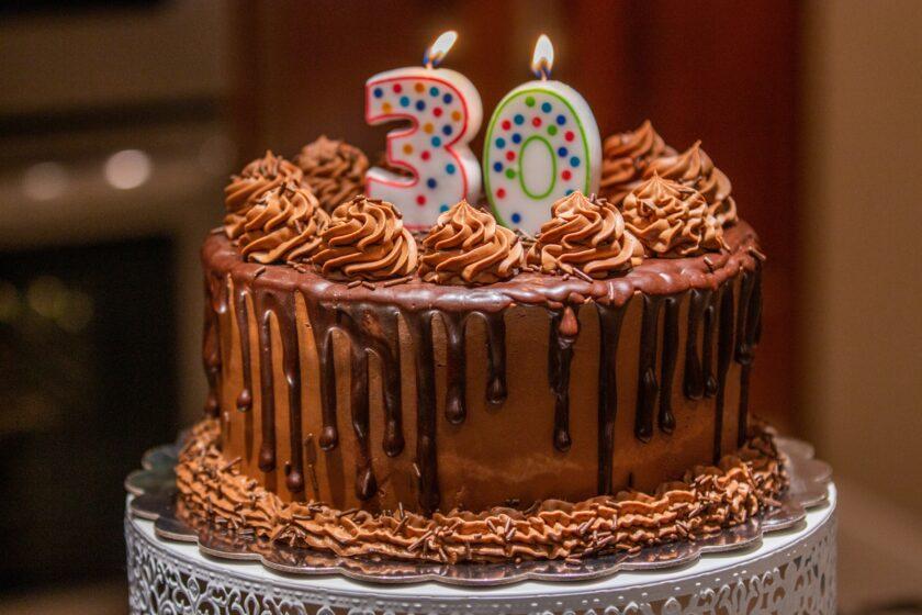 ảnh bánh kem chúc mừng sinh nhật mừng tuổi 30