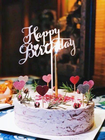 ảnh chiếc bánh kem trang trí đẹp cùng lời chúc mừng sinh nhật