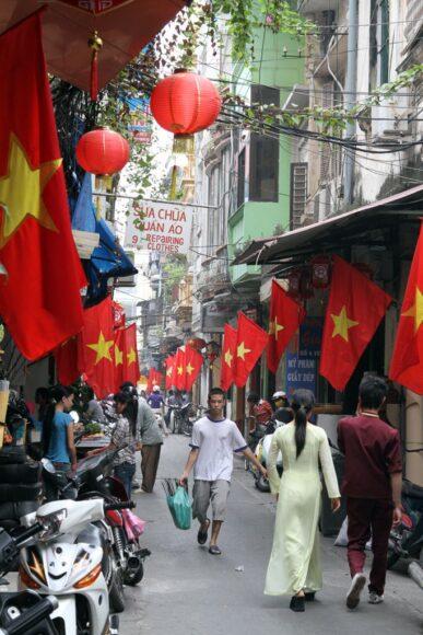 ảnh lá cờ Việt Nam - lá cờ treo khắp các nhà nhân ngày lễ