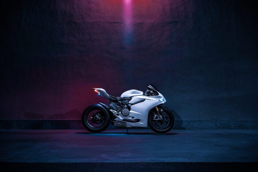 ảnh nền Ducati màu trắng