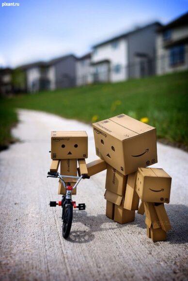 ảnh người gỗ tập xe đạp