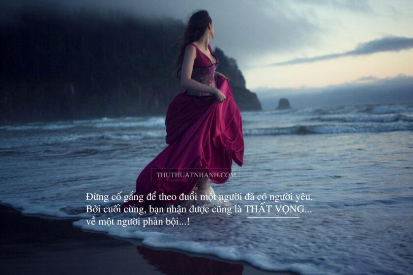ảnh thất vọng trong tình yêu của người con gái giữa biển chiều tối