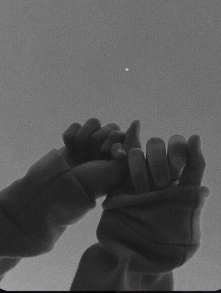 Avatar cặp đen về đôi bàn tay