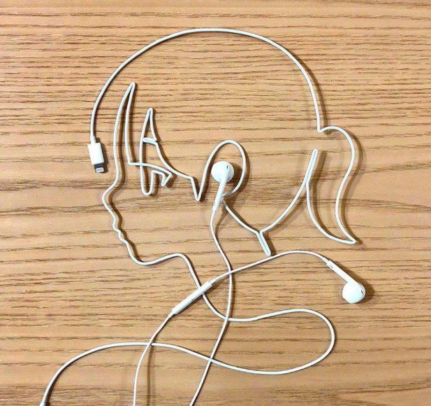 avatar facebook độc cho nữ bằng dây tai nghe