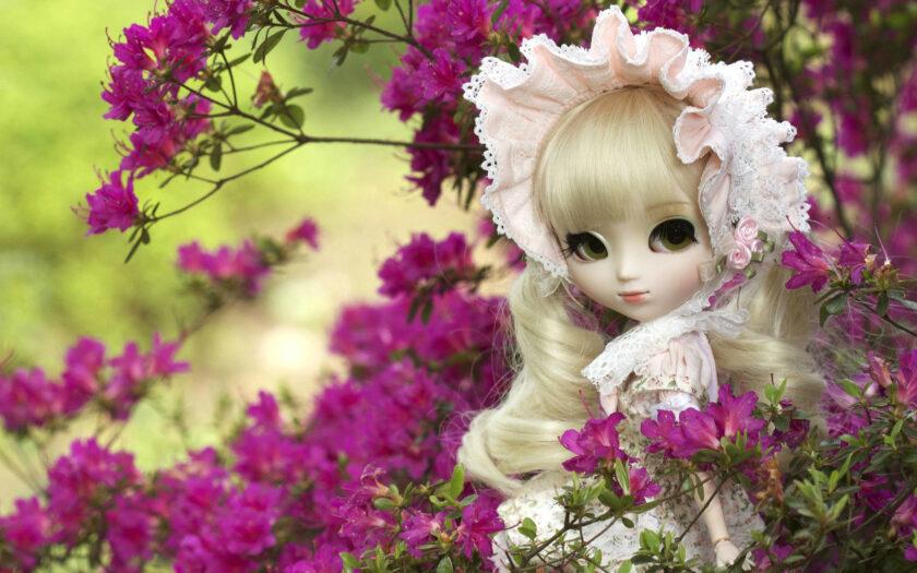 hình ảnh búp bê dễ thương bên vườn hoa