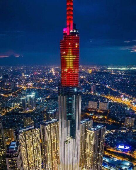 hình ảnh cờ Việt Nam - tòa nhà ở Dubai hiện ảnh cờ VN mừng lễ Quốc khánh VN