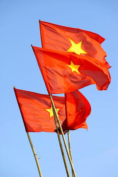hình ảnh lá cờ Việt Nam - 3 lá cờ tung bay phấp phới trong gió